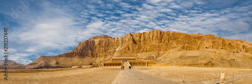 Obraz Temple of Queen Hatshepsut, View of the temple in the rock in Egypt - fototapety do salonu