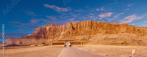 Deurstickers Bedehuis Temple of Queen Hatshepsut, View of the temple in the rock in Egypt