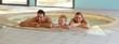 canvas print picture - Glueckliche Familie mit Tochter im Whirlpool beim Baden
