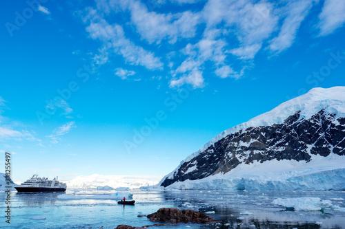 Ingelijste posters Antarctica landscape of south pole