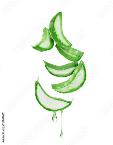 Fotografiet Thinly sliced stem of aloe vera with drops of juice
