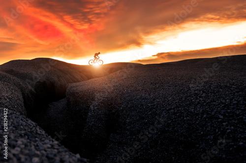 Poster Oranje eclat Mountain Bike cyclist on top of a mountain .