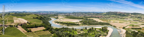 Photo Piemontese landscape including the Tanaro river and the Alps shot from the tower of Barbaresco