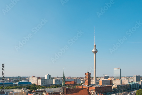 Photo sur Toile Europe Centrale Berlin skyline aerial with tv tower and clear sky