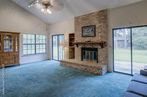 Fotografia, Obraz  Simple living room in need of remodel.