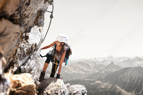 Photo Stands Mountaineering Fit sporty young woman mountain climbing