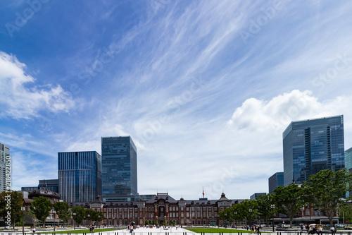 Photo (東京都ー都市風景)行幸通遊歩道から見る東京駅1