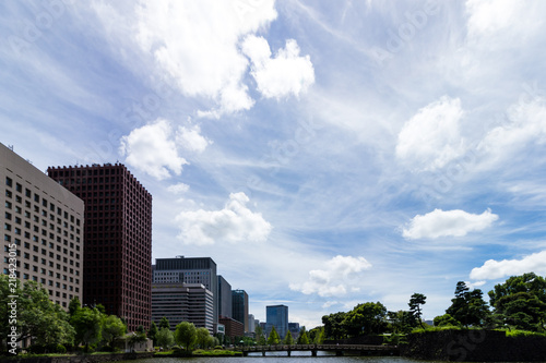 Photo (東京都ー都市風景)和田倉濠に掛かる橋と丸の内ビル群3