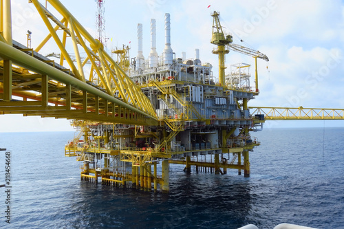 Offshore construction platform for production oil and gas, Oil and