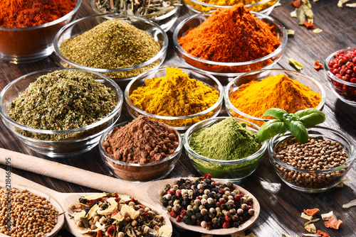 Staande foto India Variety of spices and herbs on kitchen table