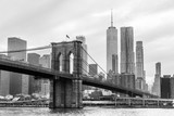 Fototapeta Nowy Jork - Brooklyn Bridge and Manhattan skyline in black and white, New York City, USA.