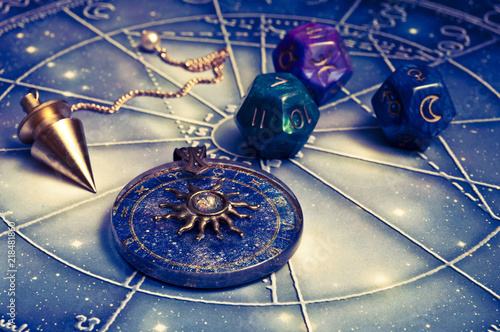 Photographie horoscope with zodiac signs, astrology dice, pendulum, sun astrology pendant and