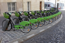 Paris - Station De Vélo En Lo...