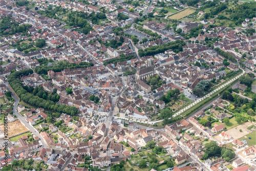 Obraz vue aérienne de la ville de Sézanne dans la Marne en France - fototapety do salonu