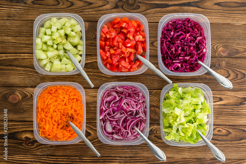Canvas Print Plastic containers of freshly sliced vegetables