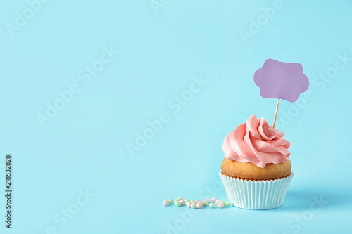 Photo  Delicious birthday cupcake and space for text on color background