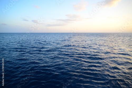 Staande foto Zee / Oceaan 水平線