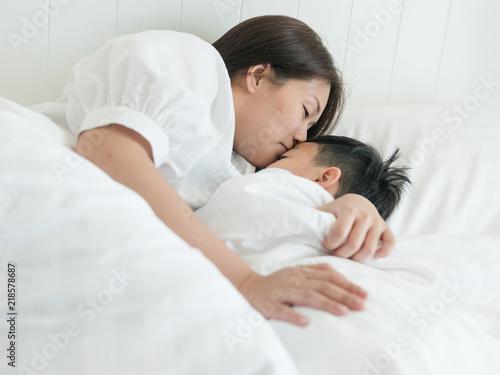bed kiss at night