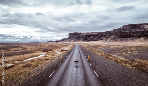 Poster Cappuccino Man exploring beautiful destination with his longboard
