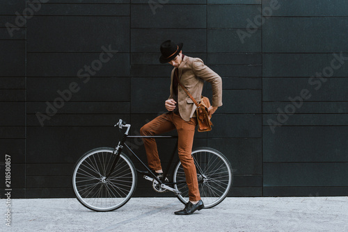 obraz dibond Handsome young business man with his modern bicycle.