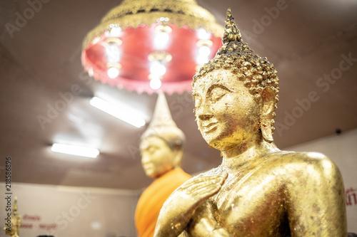 Fotografia  The golden Buddha statue