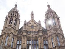 London - Sehenswürdigkeiten - Sonne Scheint Durch Turm Im Palace Of Westminster