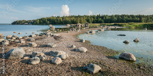 Foto op Canvas Bleke violet Long and thin peninsula with stones and boulders. The Gulf of Finland shore near Kasmu village in northern Estonia. Sunny. Copy space. Panoramic view.