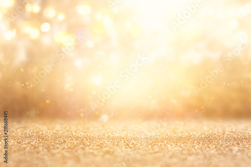 Fotografia  glitter vintage lights background. silver and gold. de-focused.