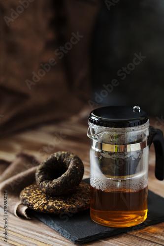 Staande foto Thee Hot Chinese Pu-erh Tea pot on a black slate board