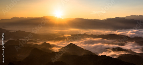 In de dag Ochtendgloren Panoramic view of china mountains - Sunrise, the sea of clouds, mountains and valleys. Warm orange sunrise and rays of sunshine, National forest scenic area in Hunan Province China. Morning fog