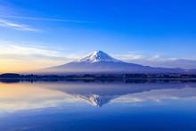 夜明けの富士山、山梨...