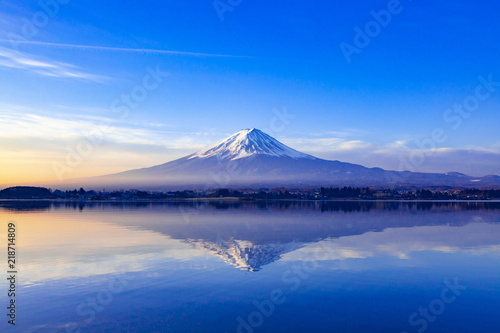 Obraz na plátne 夜明けの富士山、山梨県河口湖にて