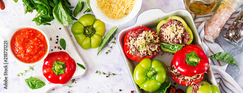 Fotografía  Ingredients for preparation of stuffed pepper with minced meat and buckwheat porridge