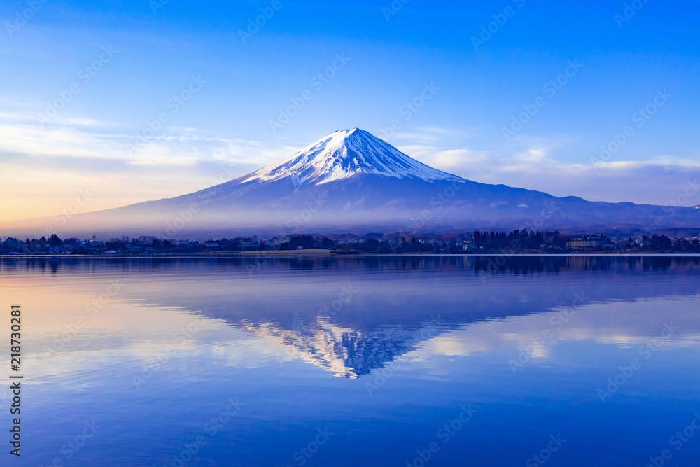 Fototapety, obrazy: 夜明けの富士山、山梨県河口湖にて