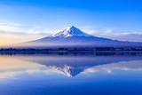 夜明けの富士山、山梨県河口湖にて