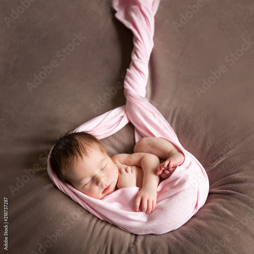 Fotografia, Obraz  Cute sleeping newborn baby girl