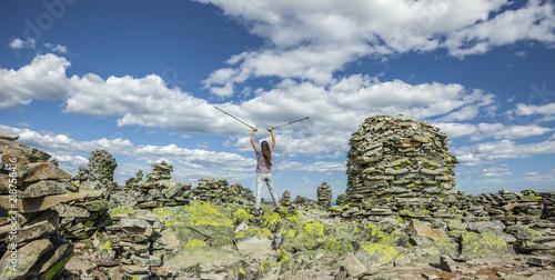 Foto op Plexiglas Alpinisme Frau auf dem Gipfel