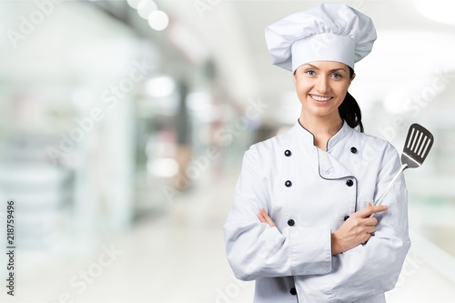 Fotografia  Portrait of young woman chef on background