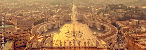 Foto We banner, panoramic aerial view at sunrise of St Peter's square in Vatican, Rom