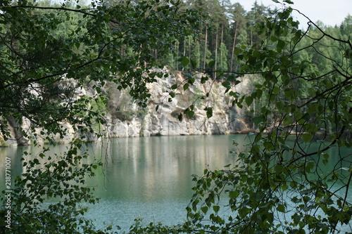 Fototapeta Piaskownia. Jezioro w Skalnych Miastach w Czechach obraz
