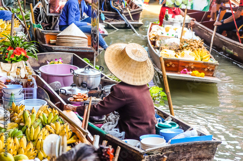 Recess Fitting Bangkok Food and drink sell at Damnoen Saduak floating market in Ratchaburi near Bangkok