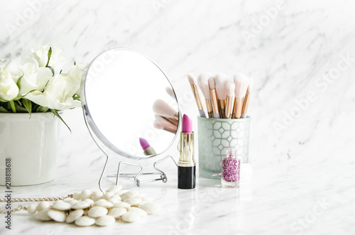 Fotografie, Tablou Feminine accessories on a marble dressing table.