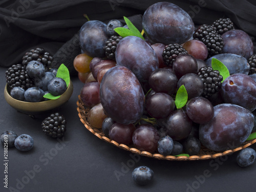 Fototapeta owoce sliwki