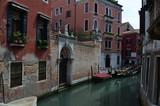 Wenecja - pusta boczna uliczka