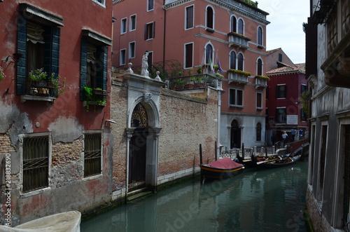 Fototapeta Wenecja - pusta boczna uliczka obraz