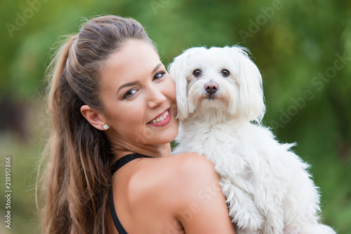 Bichon bolognese dog with beautiful in the park Fototapet