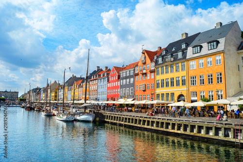 Staande foto Stad aan het water Nyhavn embankment in sunshine, Copenhagen