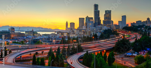 Photographie  Panoramic view downtown Seattle skyscrapers and I-5 Freeway at I-90 interchange at orange sunset