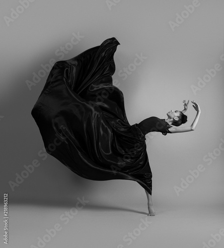 Tableau sur Toile Ballerina in a flying black dress