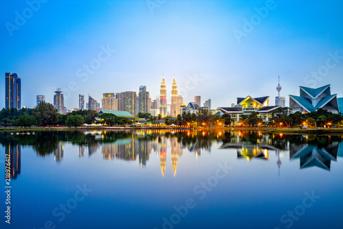 Canvas Print Skyline of Kuala Lumpur by the lake at dusk